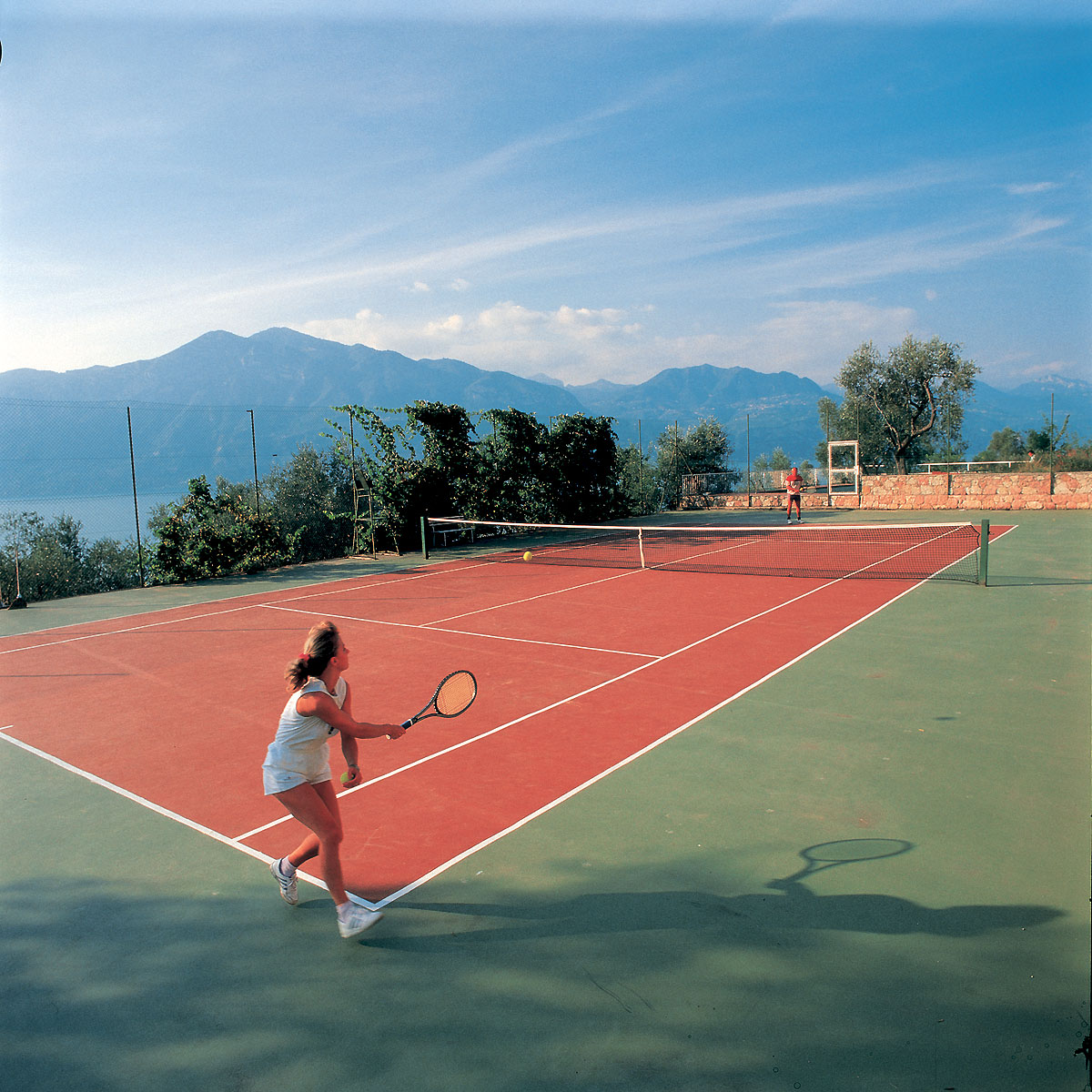 Panoramic tennis court